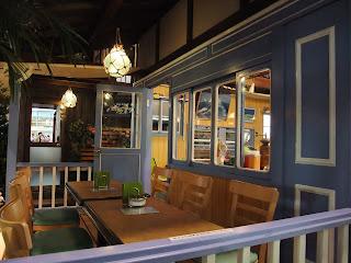 オープンカフェの漁具を利用した照明