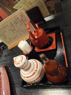 伊豆榮のうなぎのタレとサンショの容器