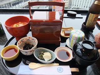 京都駅の伊勢丹の加賀屋の寿司と天婦羅御膳