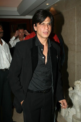 Shahrukh Khan seen smoking after Filmfare event
