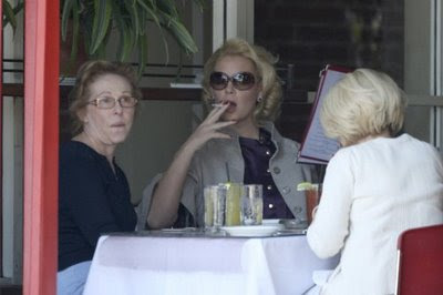 Katherine Heigl smokes with friends