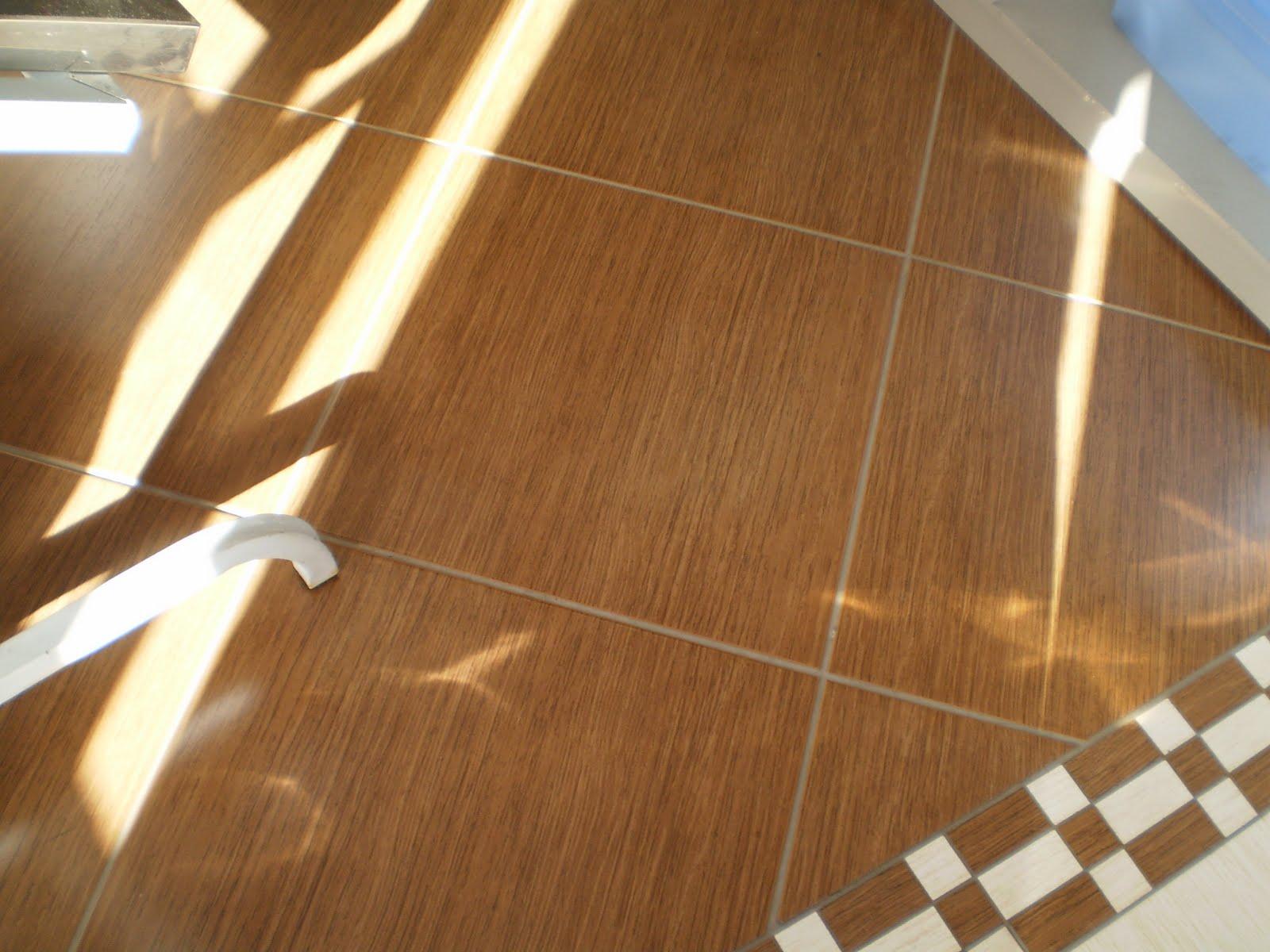 Bianca Bichof ♥ Piso que imita madeira -> Decoracao De Banheiro Com Piso Que Imita Madeira