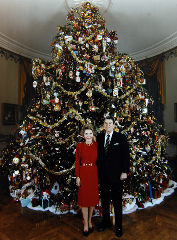 DECK THE HOLIDAYS HISTORY OF THE WHITE HOUSE CHRISTMAS TREE