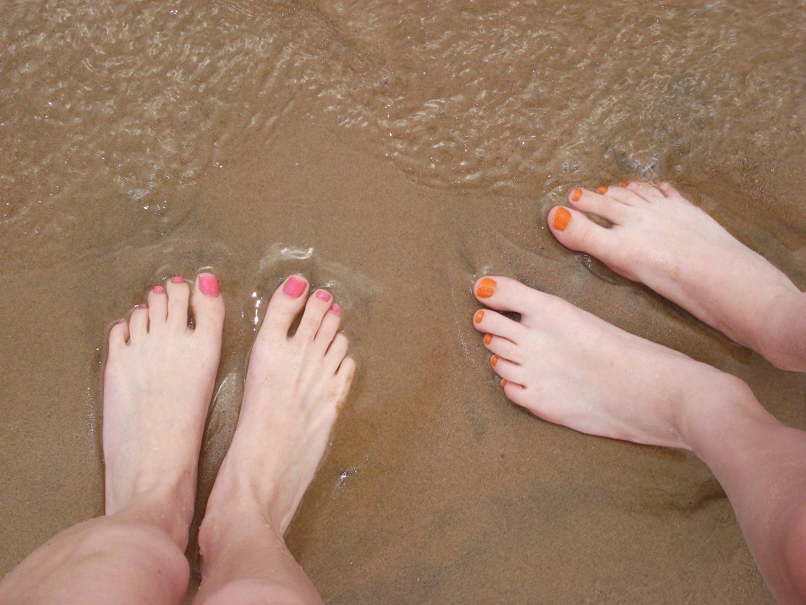 [feet+on+the+beach]