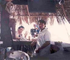 "He aquí el ""Barman"" de ""Oasis"" de The coca cola company"