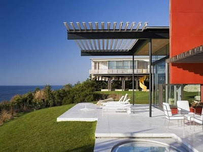 modern-minimalist-house-near-ocean
