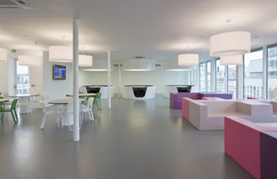 Ultramodern-office-design-with-colorful-furniture