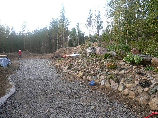 Kivikkokukkapenkki / Stenparti