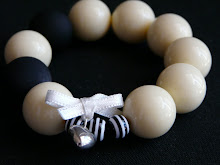 made in ♥ love  Black &White it Bracelet