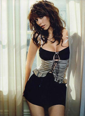 Jennifer Love Hewitt FHM sexy_bellezasnaturalex
