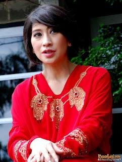 info artis indonesia, shelomita sexy tidak ikut caleg