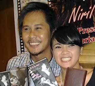 Nirina dan Ernest coklat menikah dengan maskawin laptop