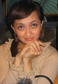 foto cantik Nia Paramitha, mantan istri Gusti Randa