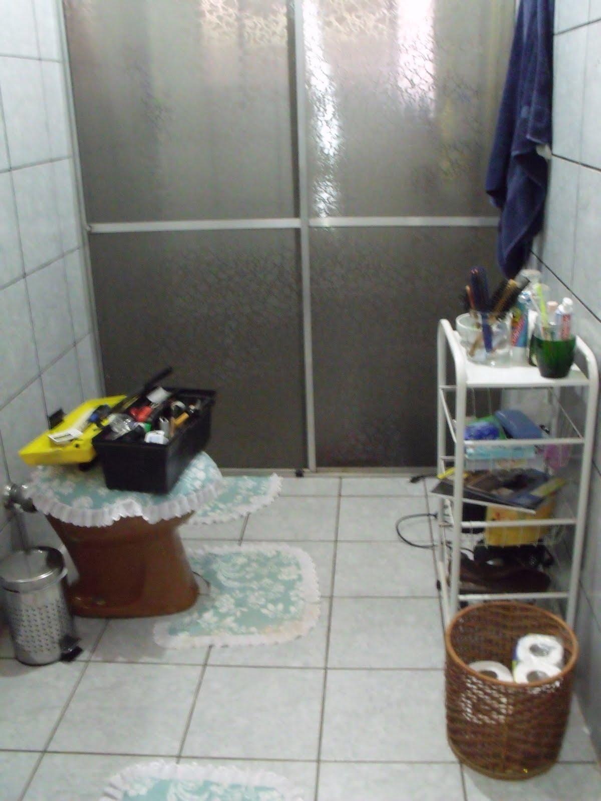 Aqui está ele antes do período desmancha tudo e começa de novo  #5D4736 1200x1600 Banheiro Com Vaso Cinza
