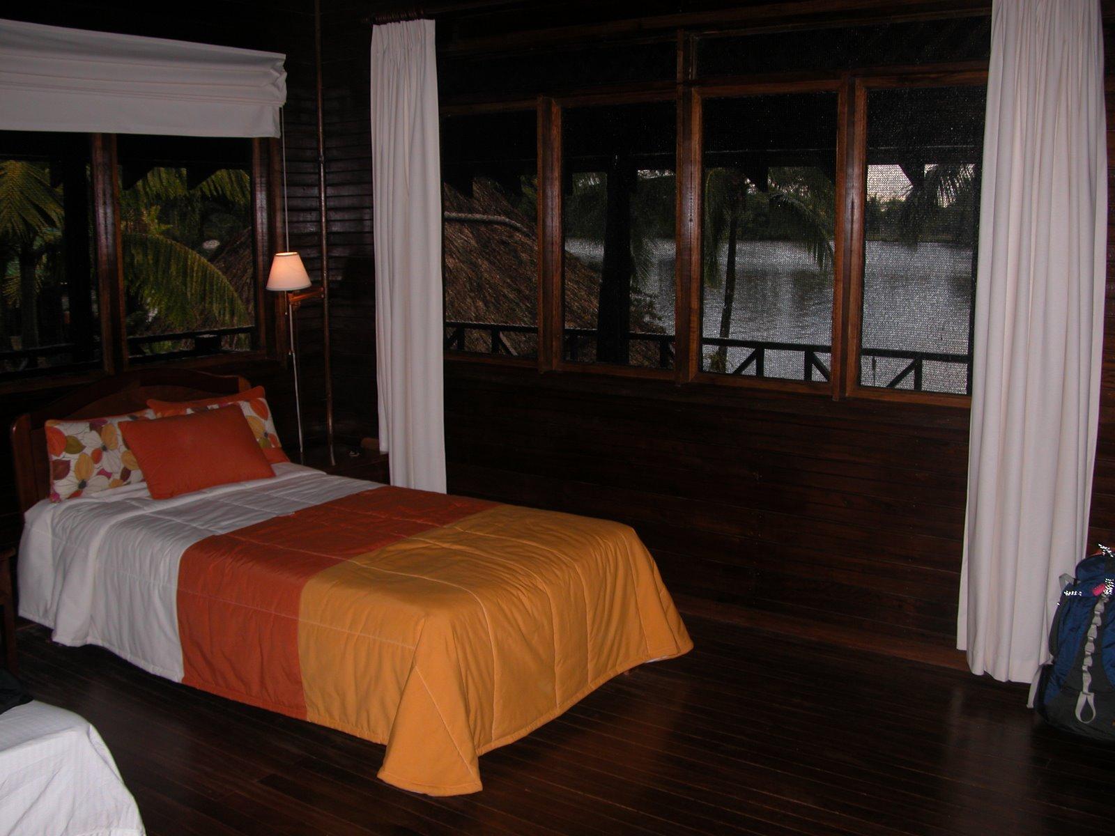 [09-3-23+Tortuguero+Lodge+room+0381A+DSCN6466.JPG]