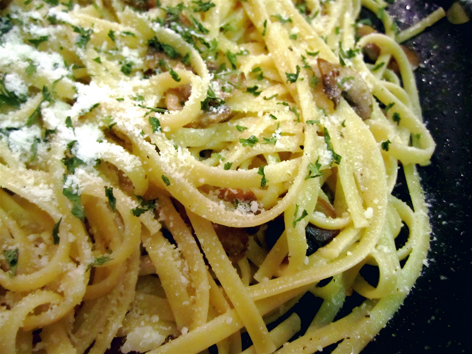 Stephanie Cooks: Low Fat Creamy Mushroom Pasta