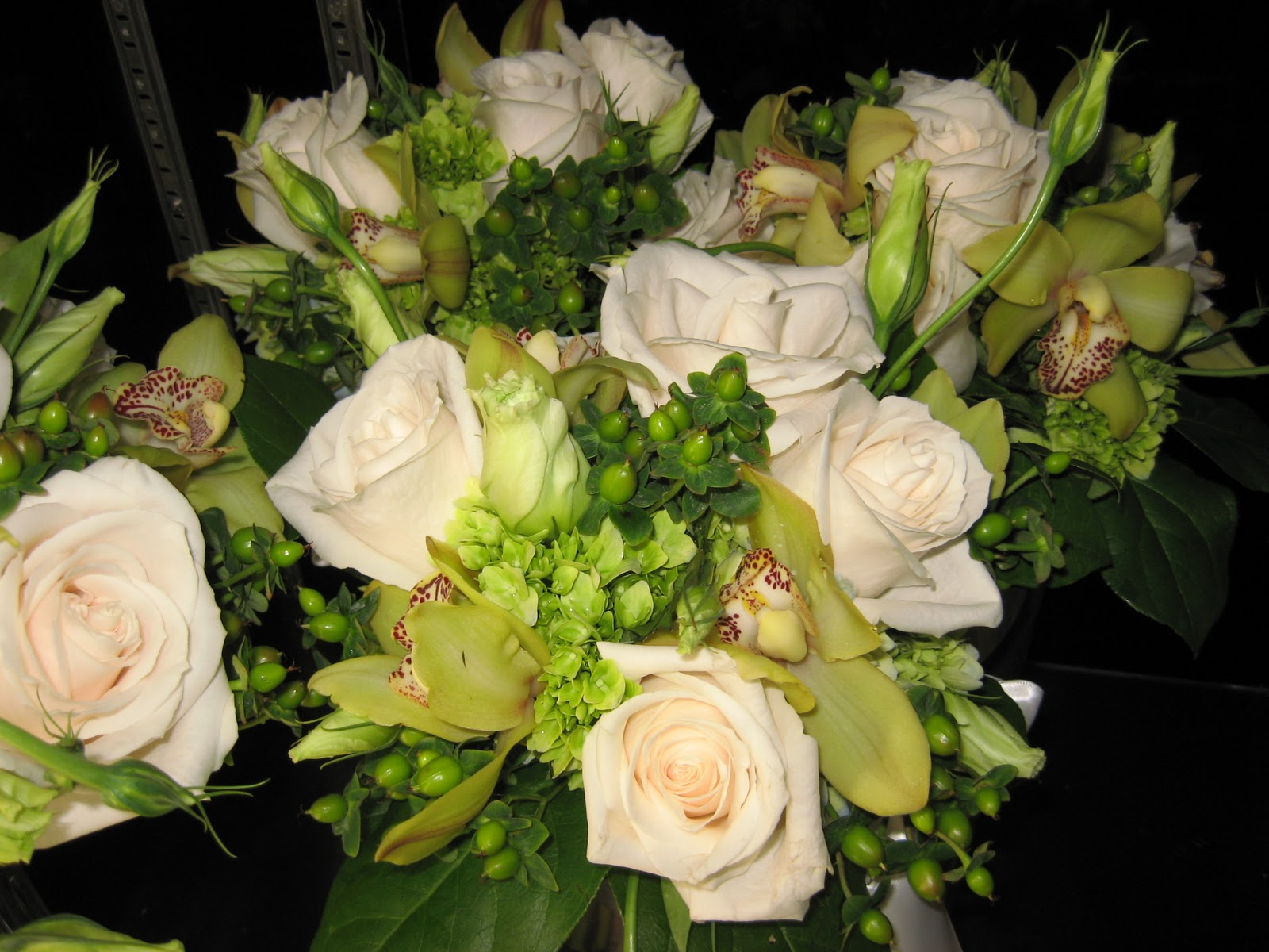 ivory wedding bouquets pictures