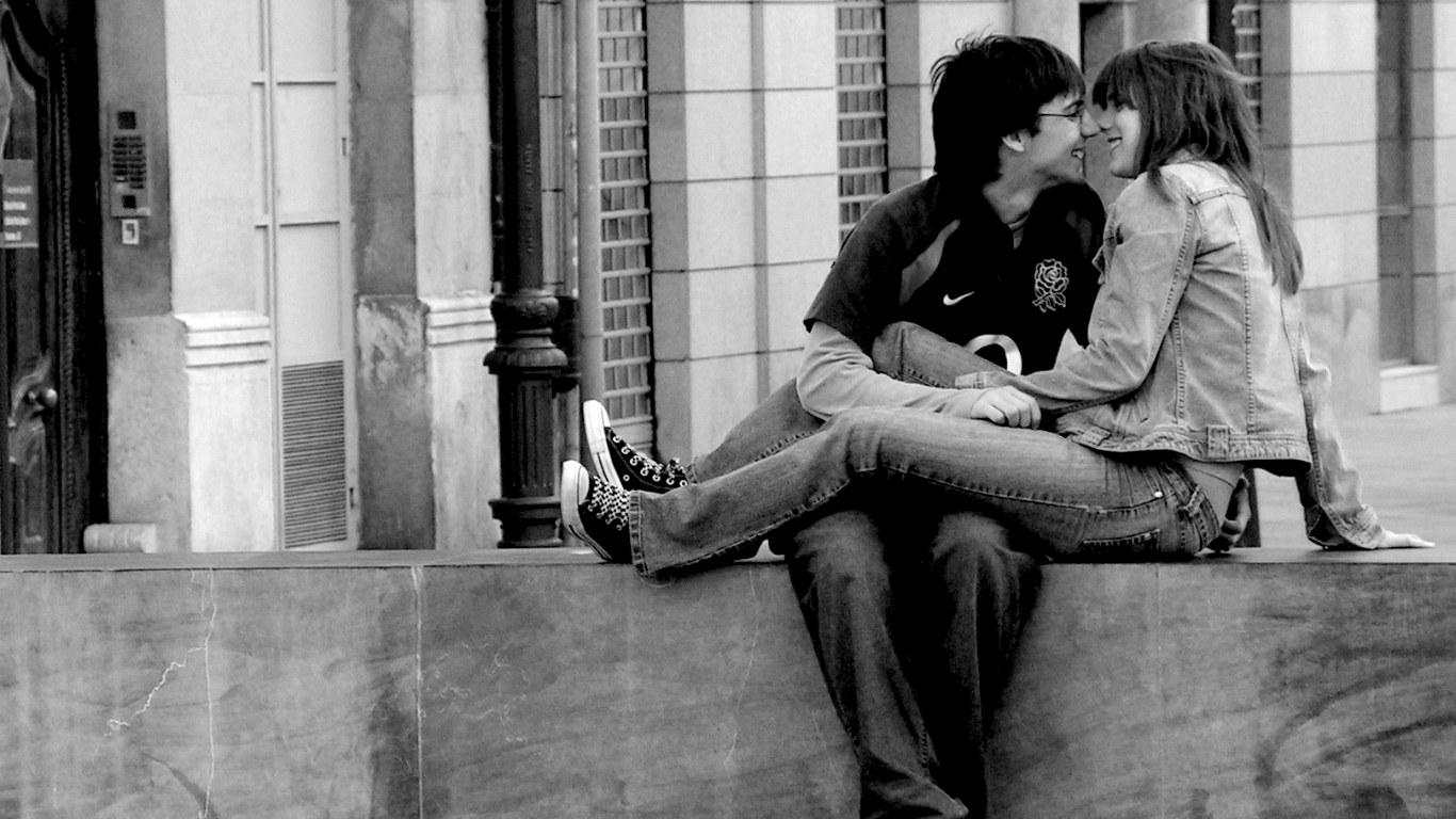 http://3.bp.blogspot.com/_rOVSEI0eaOM/TSeESPdJVSI/AAAAAAAAB8w/KoRPwpgSyMc/s1600/romantic_wallpaper_couple_love_valentines_day_1366x768.jpg