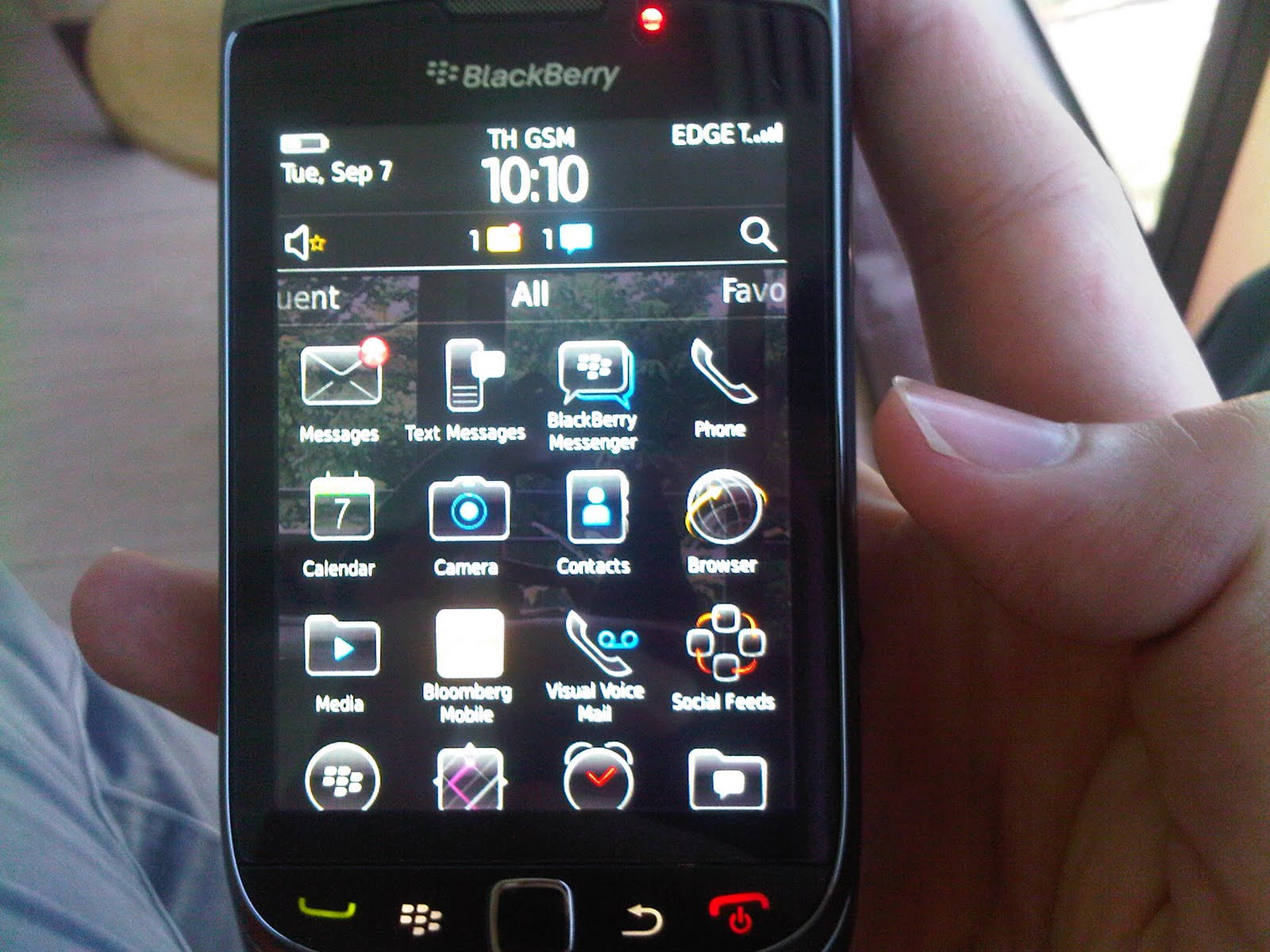 http://3.bp.blogspot.com/_rQUwGQsZx-Y/TJh9r6R9wdI/AAAAAAAAAgA/L1_XD4oI4Tw/s1600/blackberry-torch-9800-features-03.jpg