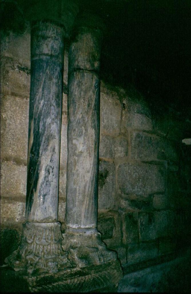 Baños Romanos De Bande: una lechuza: Contubernia Gregoriana IV: Santa Comba de Bande (Orense