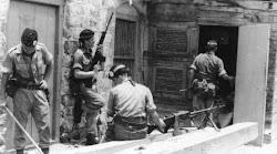 جنود بريطانيون يهاجمون منازل المواطنين الجنوبين بحثا عن الفدائيين وثوار الجبهة القومية