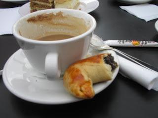 Café con un 'cuerno' de semilla de amapola