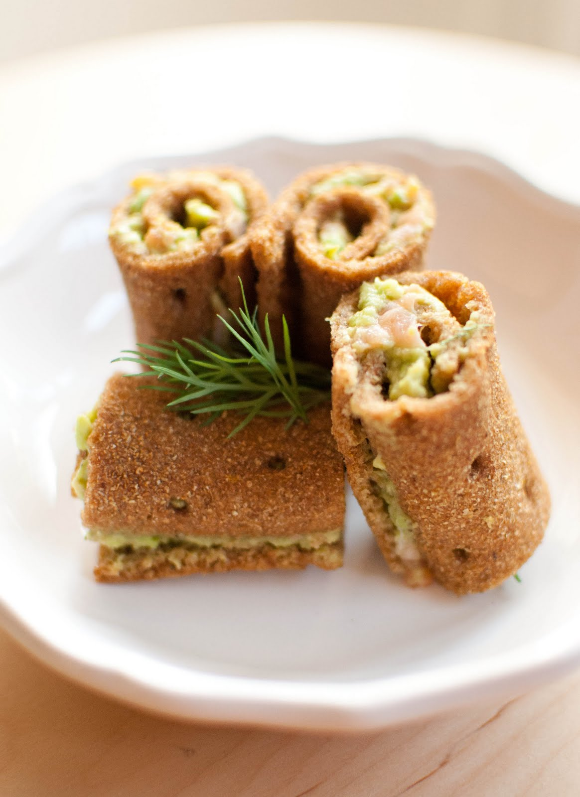 Scandi Home: Finn Crisp Rolls with Avocado and Smoked Salmon Filling