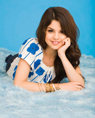 Selena Gomez New Pictures 2009. selena gomez wallpaper 2009.