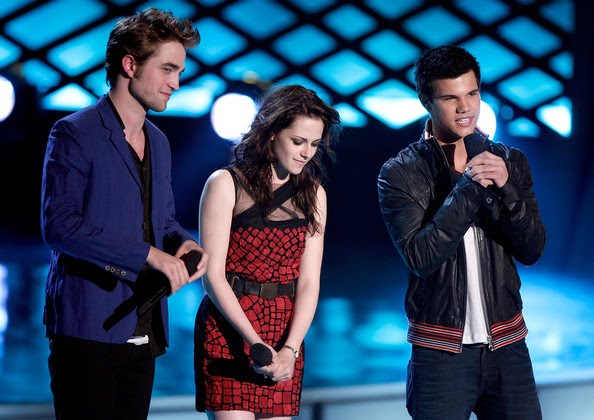 [18th+Annual+MTV+Movie+Awards+Show+5wAKbnTTFzsl.jpg]