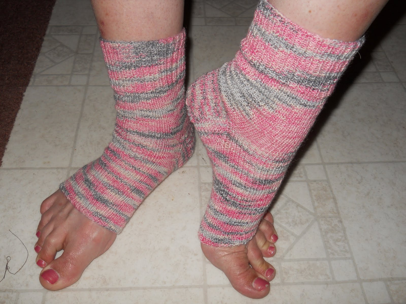 Knitting Pattern For Pedicure Socks : Celtic Heart Knitting and Quilting: Miss Marias Flip Flop ...