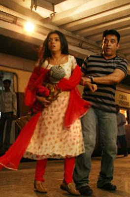 dasavatharam movie kamal hassan and asin running away with perumal statue