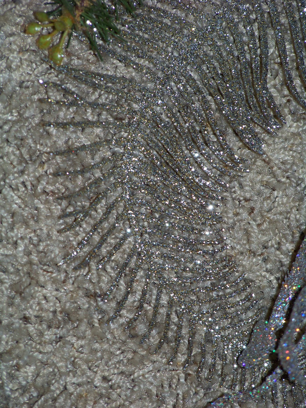 also use one long silver glittery fern leaf. title=