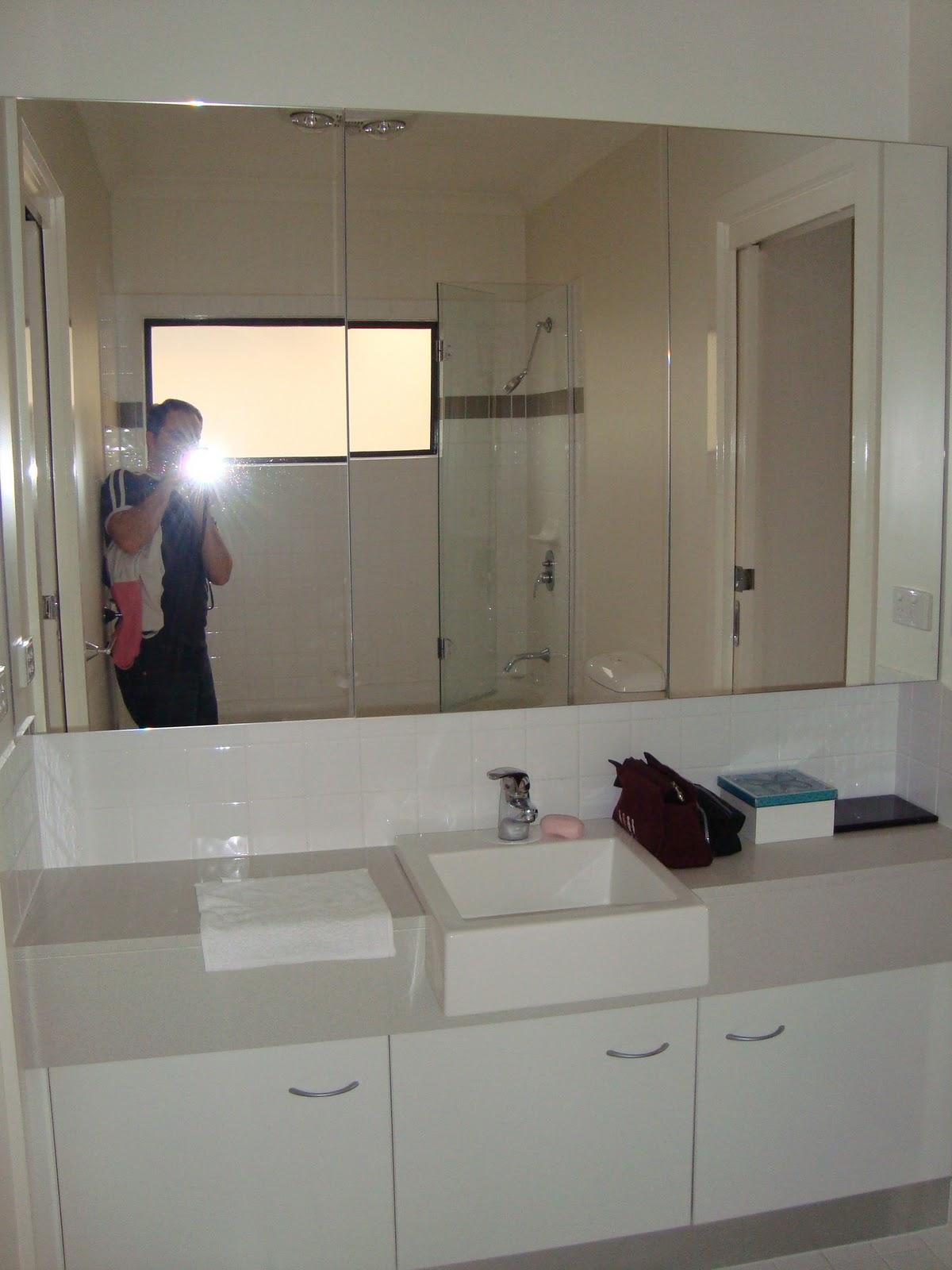 #957236 Banheiro de hóspedes (o que fica no meio dos dois quartos). Todos  1200x1600 px um banheiro para dois quartos