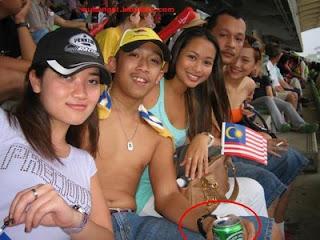 http://3.bp.blogspot.com/_rbqlI_m1Ahg/ShwqvMpMv-I/AAAAAAAAD_k/5gCh9bV25jM/s400/Anak+Nazri+Aziz+(7).jpg