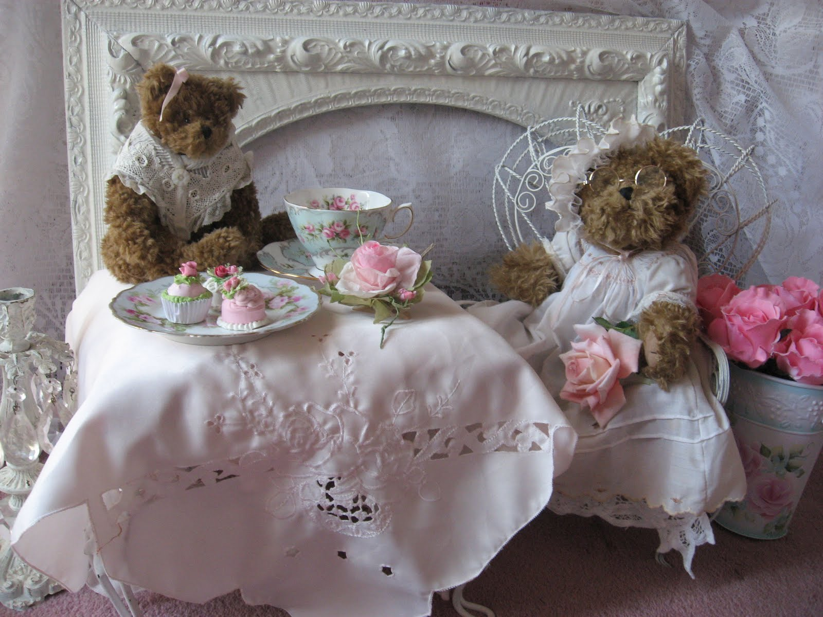 Shabby cats and roses my 5th teacup tuesday for Shabby romantique