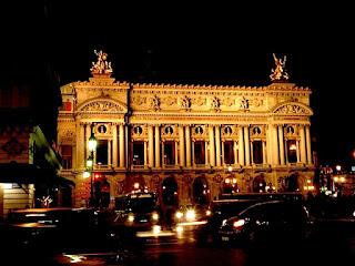 夜のパリ・オペラ座。