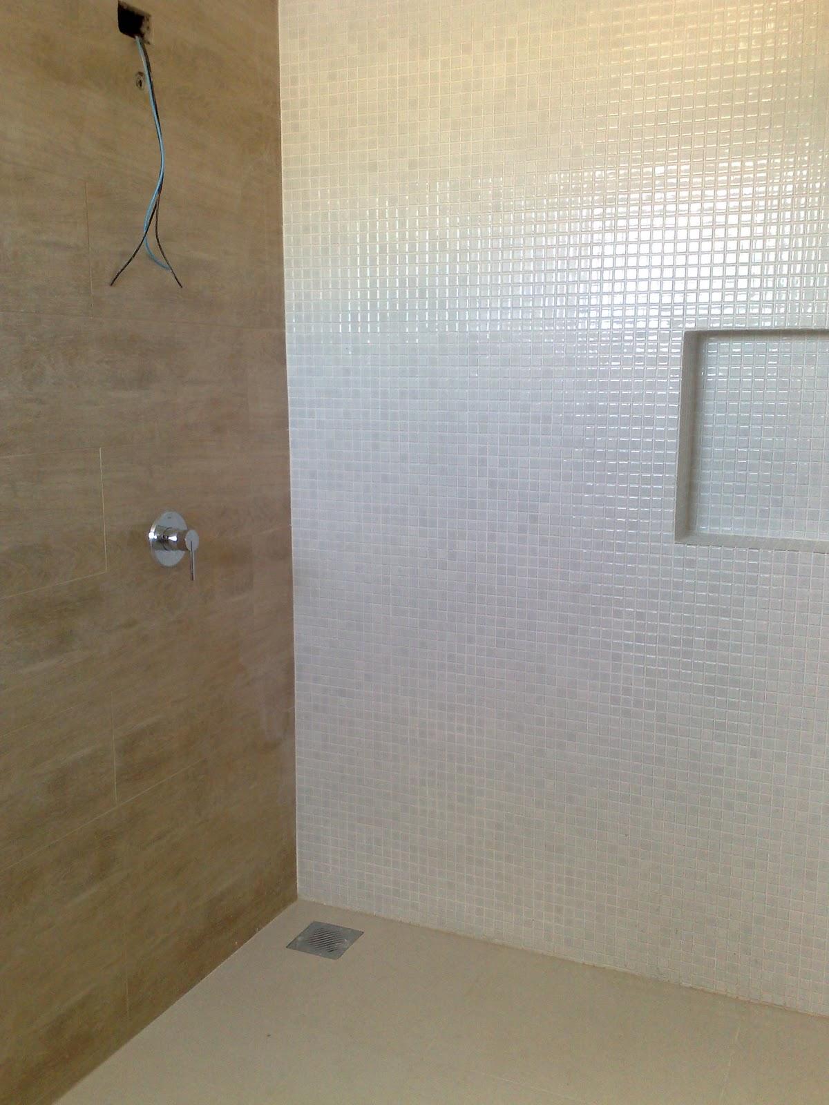 MILA SESTARI #8E733D 1200x1600 Banheiro Com Porcelanato De Madeira