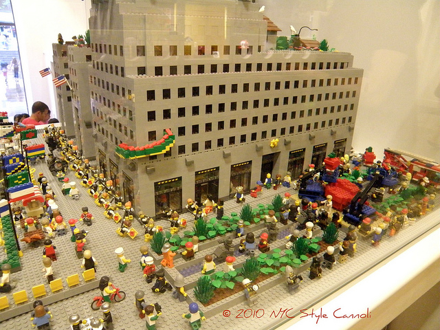 The Lego Store Rockefeller Center   NYC, Style & a little Cannoli