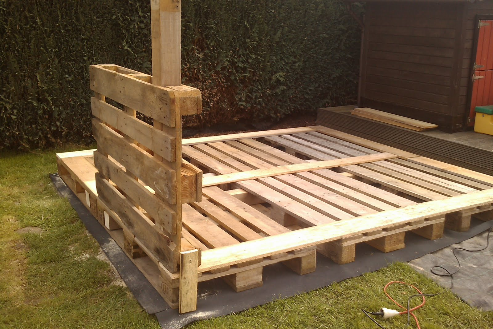 How to build a shed out of wooden pallets quick for Wood pallet fort