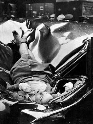 fotografia suicidio, chica muerta sobre el coche