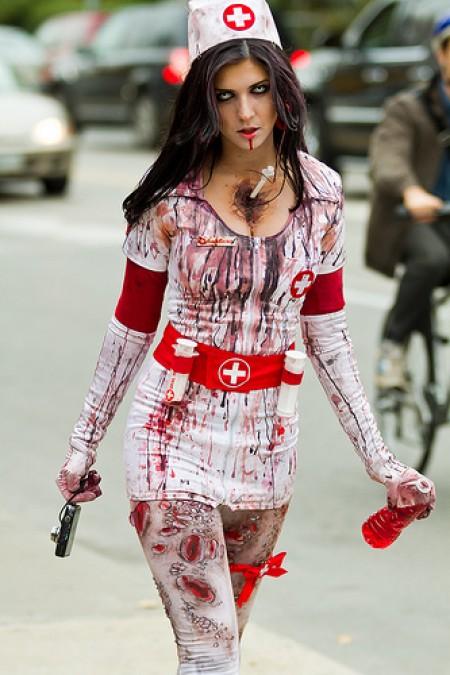 chicas sexy zombies, necrofilias, muertas muy cachondas