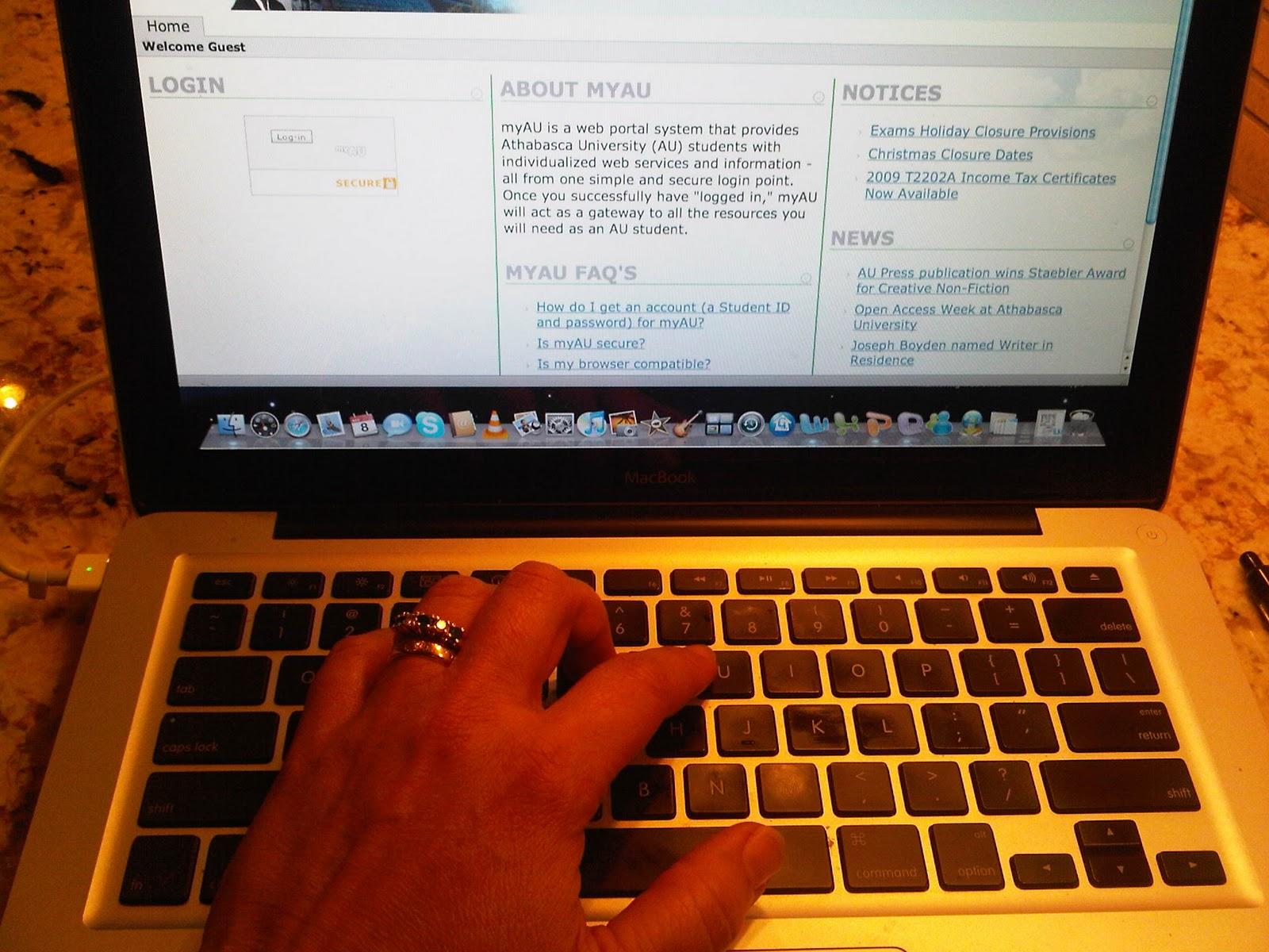 the benefits of internet for students essay What is the internet the internet is a service that is available on the computer to subscribers the internet opens up a whole new world of communication.