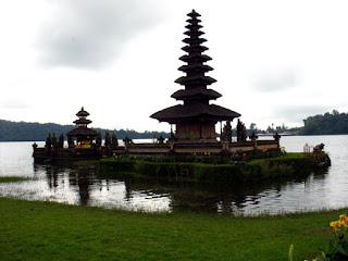 Ulundanu Beratan Temple Bali Web