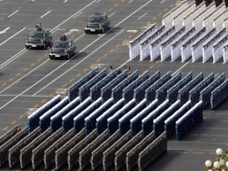 China ejemplo de disciplina proletaria, una imagen vale más que mil palabras Desfile-ejercito-chino