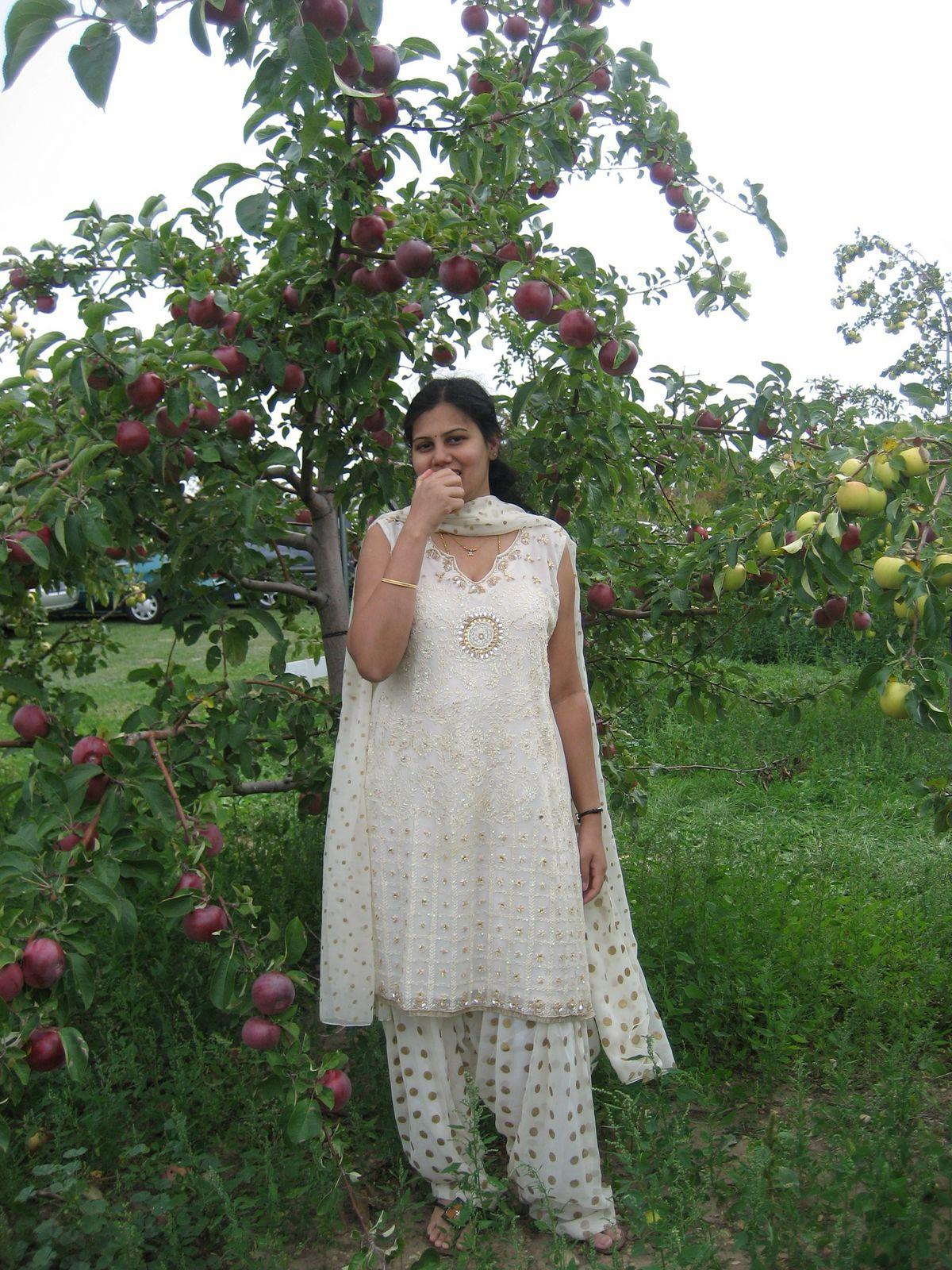 All Desi Aunties Apple Farm House Wao Aunty Enjoy