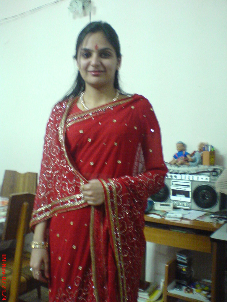 Desi aunty saree photo