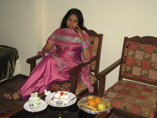 DESI GIRLS AND INDIAN - BRITISH AUNTIES PICS: Indian House