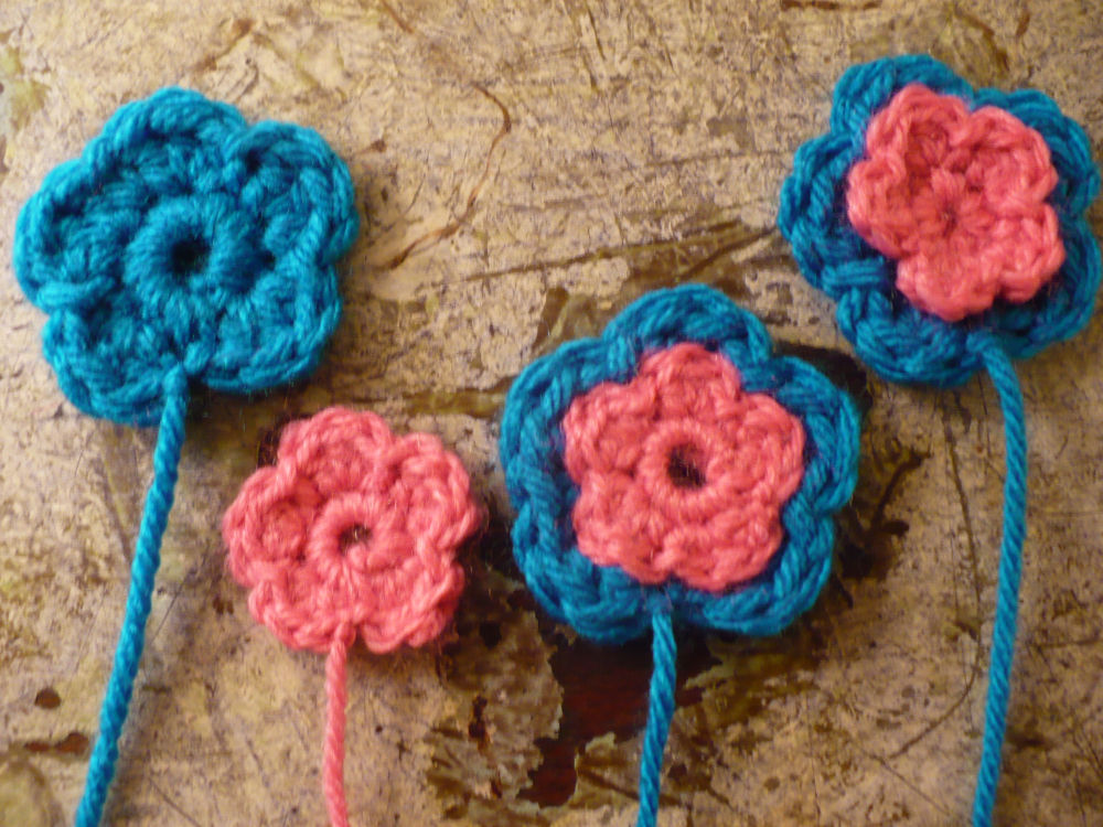 Sarah's Yarn Box: Flower Pin--Free Pattern