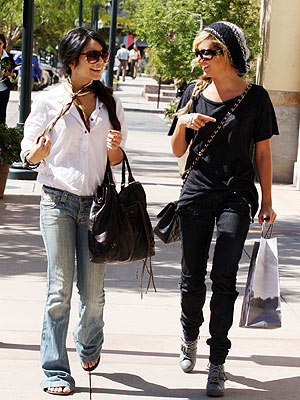 vanessa hudgens casual look. vanessa hudgens casual outfits
