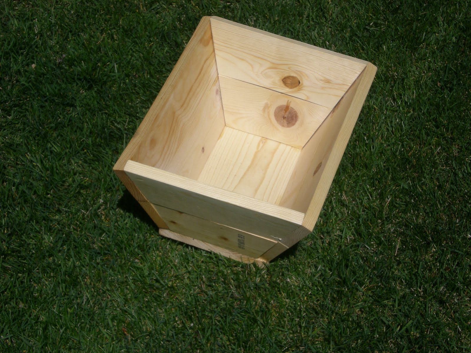 Wood flower box plans woodideas for Wooden garden box designs